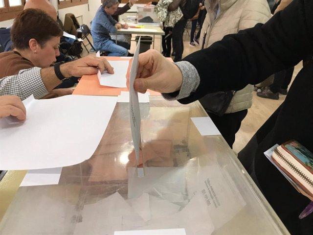 Votació en un col·legi electoral a Barcelona