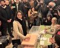 "Abuchean a Inés Arrimadas (Cs) y la llaman ""fascista"" tras votar en Barcelona"