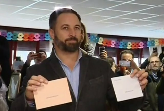 Santiago Abascal exercint el seu dret a vot a Madrid