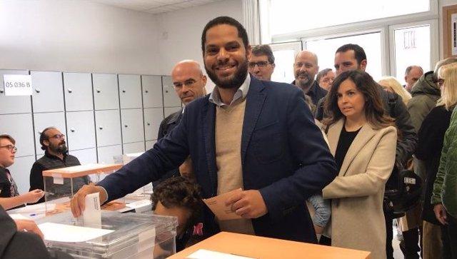 El cap de llista de Vox al Congrés per Barcelona, Ignacio Garriga, vota el 10 de novembre