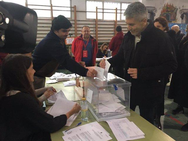 Marlaska exercint el seu dret al vot aquest diumenge a Madrid