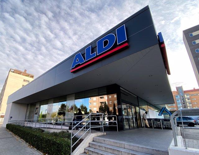Entrada de uno de los supermecados Aldi en Madrid.