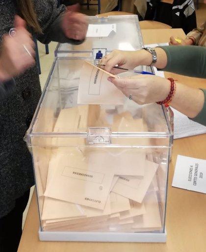 """Vox y PP denuncian la """"manipulación"""" de una urna en un colegio electoral de Dos Hermanas (Sevilla)"""