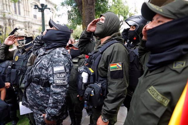 Policías que se han sumado a las protestas contra Evo Morales en La Paz