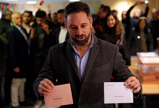 El presidente de Vox, Santiago Abascal, vota en las elecciones generales del 10 de noviembre