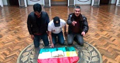 Bolivia.- Los líderes de la protesta en Bolivia entregan la petición de renuncia de Morales en el Palacio de Gobierno