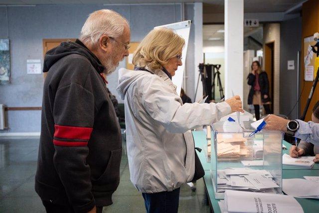 Jornada electoral del 10N en un col·legi a Barcelona