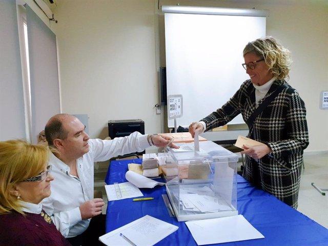 La candidata del PSC al Congrés per Lleida, Montse Mínguez, ha votat a Lleida per a les eleccions generals del 10 de novembre del 2019