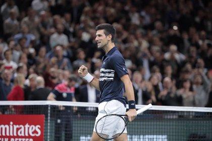 Djokovic arrasa a Berrettini y Thiem puede con Federer en el estreno de Londres