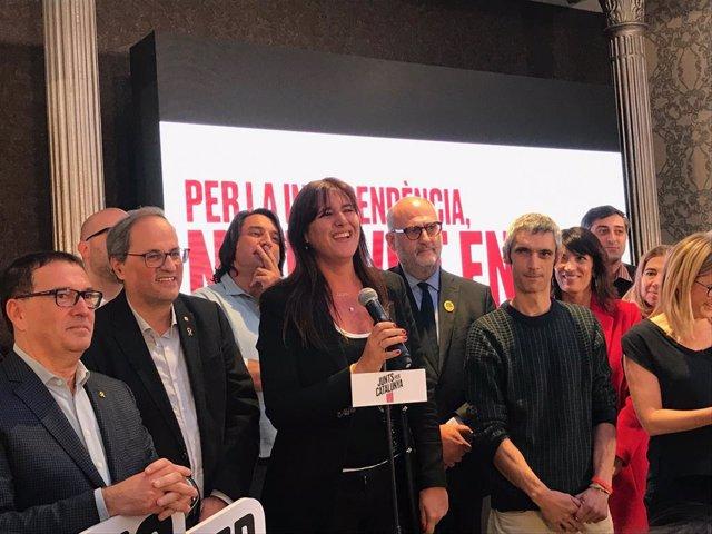 Jaume Alonso Cuevillas, Quim Torra, Laura Borràs, Eduard Pujol, Roger Español i altres membres de JxCat en la nit electoral de les eleccions generals del 10 de novembre del 2019