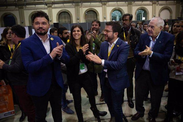 Gabriel Rufián, Pere Aragonès, Marta Vilalta i Ernest Maragall (ERC) després de guanyar les eleccions generals a Catalunya
