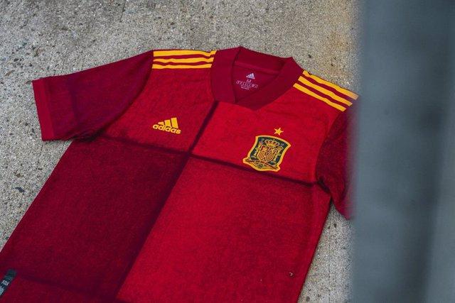 Fútbol/Selección.- España presenta su innovadora equipación para la Eurocopa 202