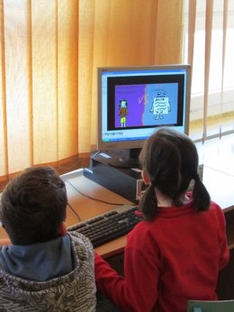 El estudio analiza el comportamiento de los niños en el ordenador