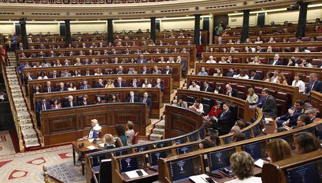 Vista general del hemiciclo del Congreso de los Diputados durante la segunda y definitiva votación para su investidura del candidato socialista a la Presidencia del Gobierno.