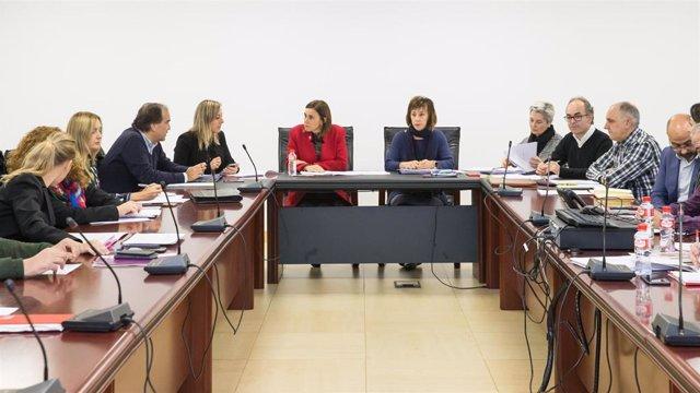 La consejera de Presidencia, Interior, Justicia y Acción Exterior, Paula Fernández, preside la reunión de la Mesa General de Negociación
