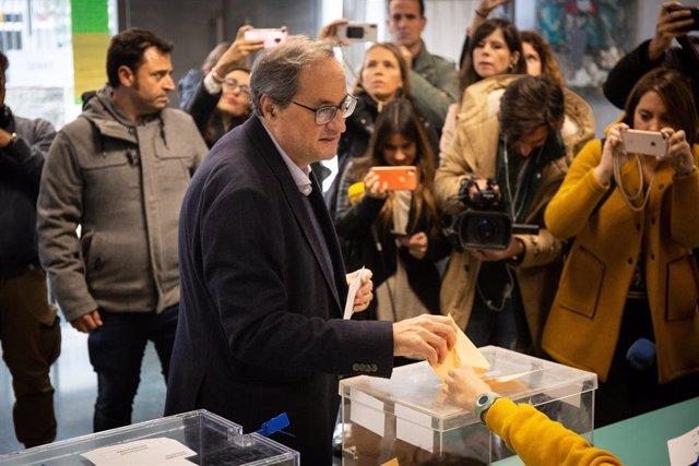 El president de la Generalitat de Catalunya, Quim Torra, vota a l'Escola Oficial d'Idiomes del districte de Sant Gervasi a Barcelona en les eleccions generals del 10 de novembre del 2019.
