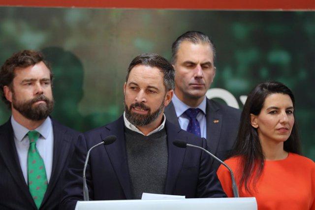 El president de Vox, Santiago Abascal, parla a la seu del partit sobre els excel·lents resultats obtinguts per la seva formació en els comicis del dia anterior.