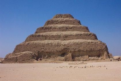 Un gran felino momificado se descubre en Egipto