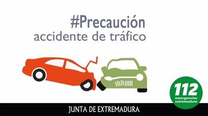 Cinco heridos leves en el choque entre un autobús urbano y un turismo en Mérida