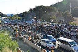Els manifestants del Tsunami mantenen després de més de 12 hores el bloqueig a la frontera francesa (GLORIA SÁNCHEZ - EUROPA PRESS)
