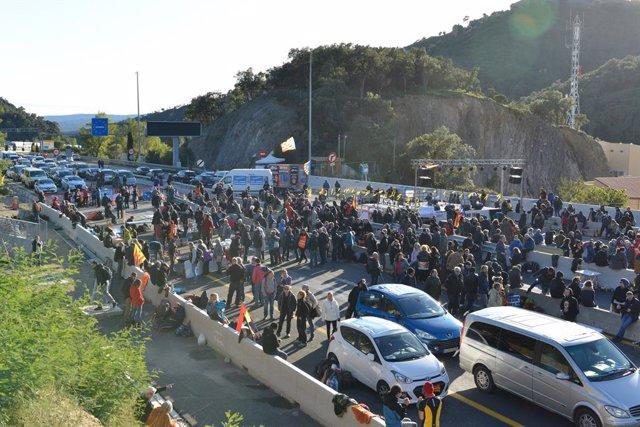 Tsunami Democràtic talla l'autopista AP-7 a la frontera francesa l'11 de novembre de 2019.