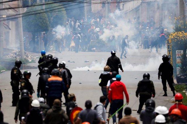Enfrentamientos en La Paz entre simpatizantes y detractores de Evo Morales en La Paz (imagen de archivo)