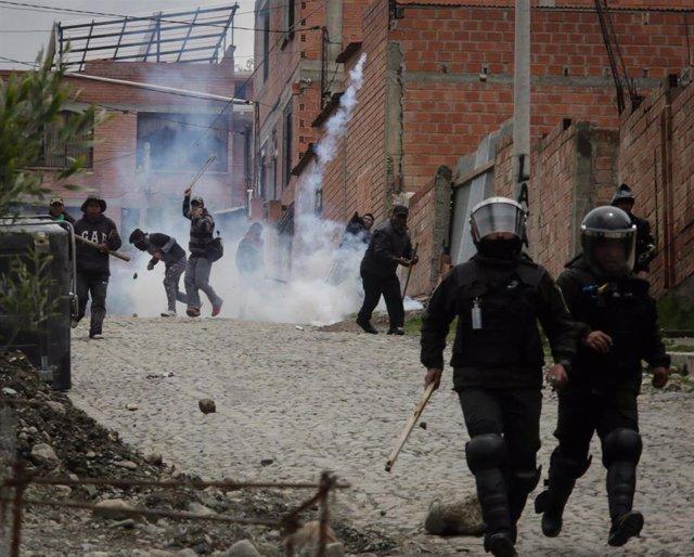 Policías durante los disturbios en La Paz tras la dimisión de Evo Morales