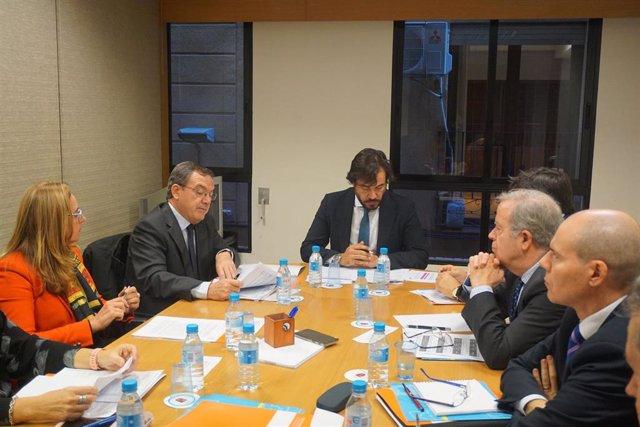 El consejero de Empleo, Investigación y Universidades, Miguel Motas, presidió hoy la Comisión Operativa Autonómica de la Inspección de Trabajo, que coordina en este ámbito a la Comunidad y a la Administración central, e hizo balance de las principales cif