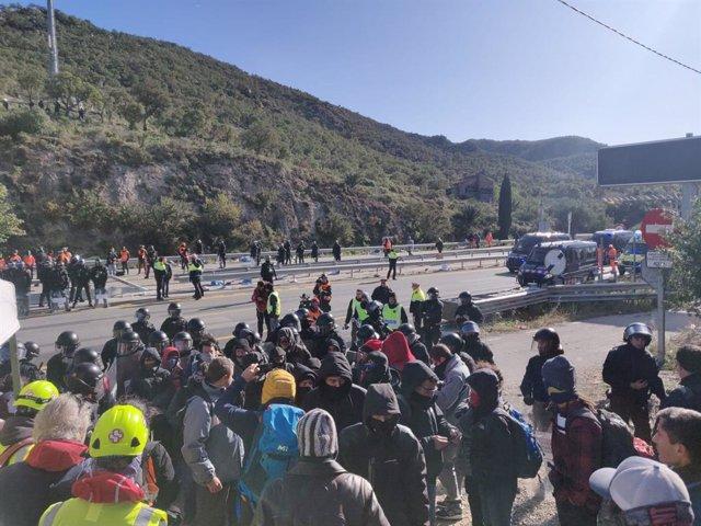 Desallotgen els últims acampats de Tsunami a la frontera.