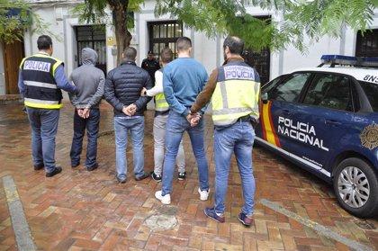 Detenidos tres hombres por agredir y robar con violencia a un joven en Almendralejo (Badajoz)