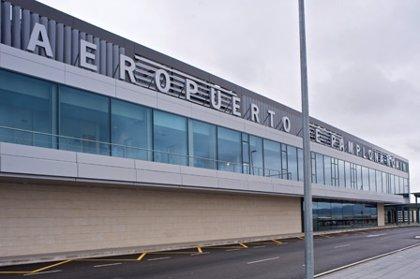 El tráfico de pasajeros del aeropuerto de Pamplona crece un 27% en octubre