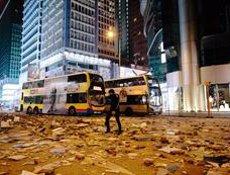 La Policia utilitza gas pebre per dispersar manifestants a tres zones de Hong Kong (Daniel William McKnight)