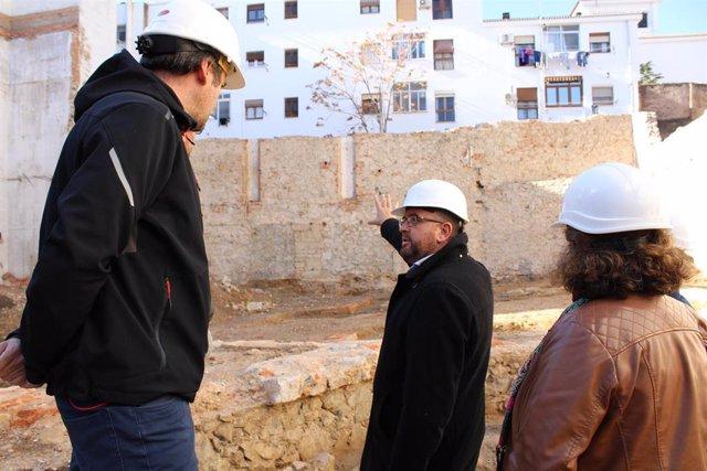 El alcalde de Mérida, Antonio Rodríguez Osuna, visita las obras del TEatro María Luisa