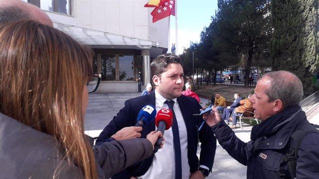 Abogado de Alternativa Sindical, Roberto Mangas, a la salida de los juzgados ordinarios de Plaza de Castilla