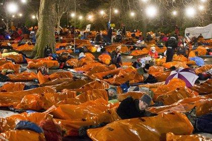 Dormir una noche en la calle por las personas sin hogar