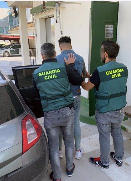 Guardia Civil detiene a un individuo por cometer varios robos en viviendas y establecimientos