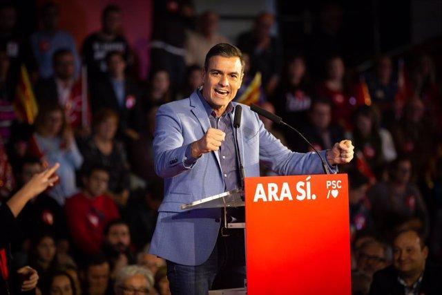 El president del Govern espanyol en funcions i candidat a la presidència pel PSOE, Pedro Sánchez, durant l'acte de tancament de campanya a Barcelona (Espanya), 8 de novembre del 2019.