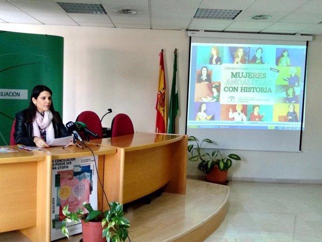 María Encarnación Santiago, responsable de IAM Málaga, presenta el calendario coeducativo