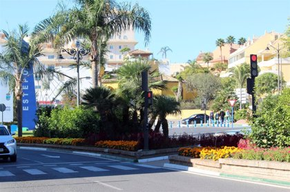 Estepona (Málaga) instala en los semáforos un dispositivo que emite señales acústicas a demanda de los invidentes