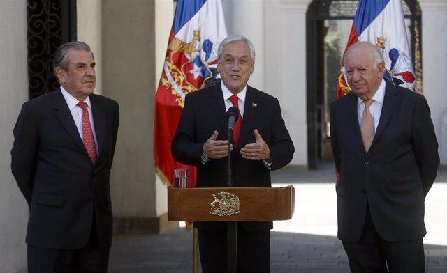 El presidente de Chile, Sebastián Piñera junto a los ex presidentes Eduardo Frei y Ricardo Lagos