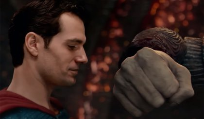 Superman vs Steppenwolf una imagen de Liga de la Justicia de Zack Snyder