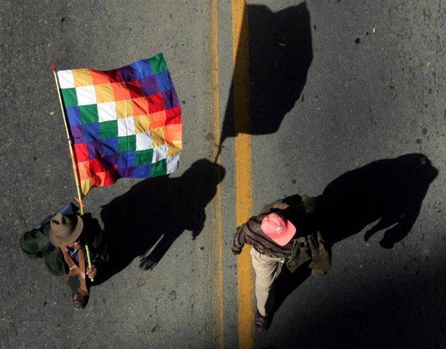 La whipala o bandera indígena (Imagen de archivo)
