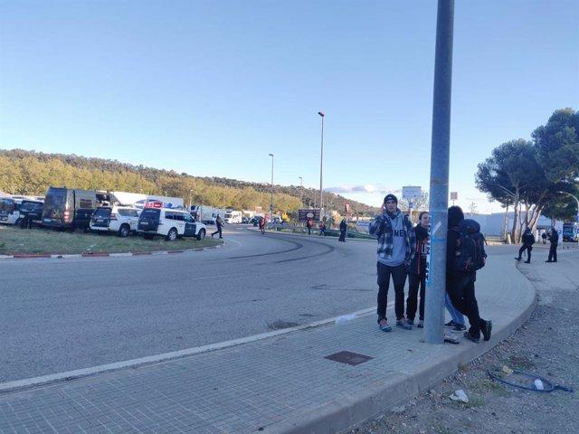 Els manifestants aixequen el tall de l'N-II a la Jonquera per anar a Girona