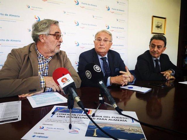 Jose Carlos Tejada, Jesús Caicedo y Antonio Bayo ofrecen una rueda de prensa en el Puerto de Almería