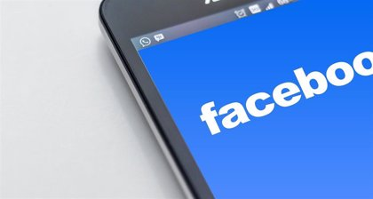 Un fallo de seguridad en la app de Facebook activa la cámara de iPhone mientras el usuario navega por su 'feed'