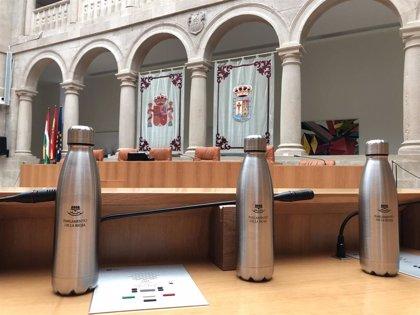 El Parlamento de La Rioja eliminará los plásticos de sus sesiones
