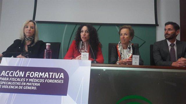 Rocío Ruiz en unas jornadas con fiscales sobre violencia de género