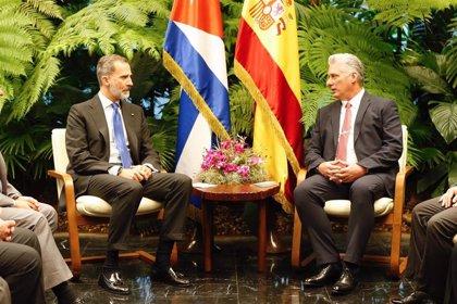 """Borrell dice que en la reunión presidida por el Rey y Díaz-Canel las delegaciones han hablado """"de todo"""""""