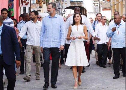 Los Reyes en Cuba: primer encuentro oficial de los dos jefes de Estado y visita distendida por las calles de La Habana