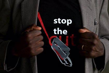 """El presidente de Kenia se compromete """"personalmente"""" a acabar con la mutilación genital femenina en 2022"""